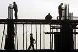 Afghan Men Work at a Construction Site in Kabul Papier Photo par Omar Sobhani