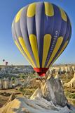 Turchia, Cappadocia, Goreme Voli in Mongolfiera Photographic Print by  frenk58