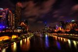 Melbourne City Lights over Yarra River Fotografisk tryk af  EvanTravels