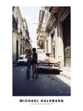 Young Lovers in the Street Havana, Cuba 1999 Fotografisk tryk af Michael Halsband