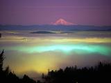 Willamette River Valley in a Fog Cover, Portland, Oregon, USA Kunst på metall av Janis Miglavs
