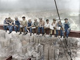 New York Construction Workers Lunching on a Crossbeam Photographie par  Unknown