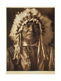 Sitting Bear - Arikara, 1908, Photogravure by John Andrew and Son (Photogravure) Impressão giclée por Edward Sheriff Curtis