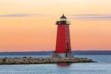 Morning at Manistique Lighthouse Fotografisk tryk af Kenneth Keifer