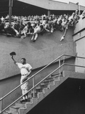 Fans Welcoming Giants Star Willie Mays at Polo Grounds Stampa su metallo di Art Rickerby
