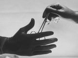 During Training of Surgeon, Often Used Clamp Is Slapped into His Hand Alu-Dibond von Ed Clark