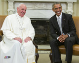 Pope Francis talks with US President Barack Obama during a meeting in the Oval Office of the White  Photo