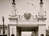 Entrance to Luna Park, Coney Island, N.Y. Photo