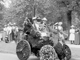 Bi-Centenary Celebration, Floral Parade, Automobile of Wm. Metzger, Detroit, Mich. Photo