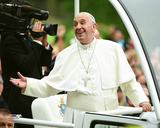 Pope Francis smiles at the crowd as he rides through New York's Central Park- Friday, September 25, Photo