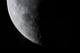 Telescopic Close Up View of the Moon and Various Lunar Craters Fotografisk tryk af Babak Tafreshi