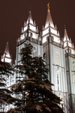 Low Angle View of the Mormon Temple, Salt Lake City, Utah, Usa Fotografisk tryk af Green Light Collection