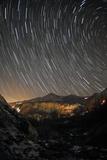 A Time-Exposure of Star Trails Above the Haraz Valley and Mount Damavand Fotografisk tryk af Babak Tafreshi