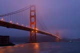 San Francisco's Iconic Golden Gate Bridge before Dawn Near Fort Point Fotografisk trykk av Krista Rossow