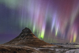 Strong and Colorful Aurora Borealis. in the Foreground Is Iconic Kirkjufell Volcano Fotografisk tryk af Babak Tafreshi