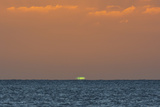 Green Flash after Sunset from Kamalo Wharf, Molokai, Hawaii Fotografisk trykk av Richard Cooke III