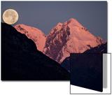 Moonset Behind Mount Salisbury in Glacier Bay National Park Plakater af Michael Melford