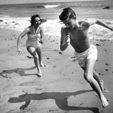 Elizabeth Liz Taylor and Roddy Mcdowall Playing on the Beach 1948 Photo
