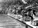 Swimming Competition at Berlin Olympic Games in 1936 : Here Swimmers Diving in Swimmming Pool Fotografia