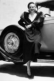 American Actress Jean Harlow (1911-1937) Posing Near a Car Fotografía