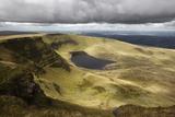 View of Llyn Y Fan Fach, Black Mountain, Llanddeusant Stampa fotografica di Stuart Black