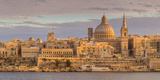 Valletta Skyline Panorama at Sunset with the Carmelite Church Dome and St. Pauls Anglican Cathedral Fotografisk tryk af Neale Clark