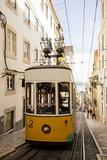 Tram in Elevador Da Bica, Lisbon, Portugal Reproduction photographique par Ben Pipe