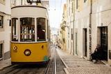 Tram in Elevador Da Bica, Lisbon, Portugal Fotografisk tryk af Ben Pipe