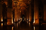 Interior of Basilica Cistern, Sultanahmet, Istanbul, Turkey Fotografisk tryk af Ben Pipe