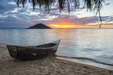 Fishing Boat at Sunset at Cape Malcear, Lake Malawi, Malawi, Africa Fotografisk tryk af Michael Runkel