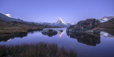 The Matterhorn Reflected in Stellisee at Sunrise Fotografisk tryk af Roberto Moiola