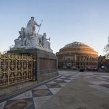 Exterior of the Royal Albert Hall from the Albert Memorial, Kensington, London, England, UK Fotografisk tryk af Ben Pipe