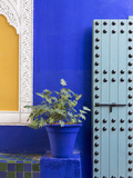 Blue Paintwork, Jardin Majorelle, Owned by Yves St. Laurent, Marrakech, Morocco Fotografie-Druck von Stephen Studd