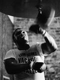 Boxing Champ Joe Frazier Working Out for His Scheduled Fight Against Muhammad Ali Art sur métal  par John Shearer