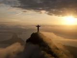 Statue of Jesus, known as Cristo Redentor (Christ the Redeemer), on Corcovado Mountain in Rio De Ja Metalldrucke von Peter Adams