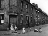 Children playing in Staffordshire 1953 Photographic Print by  Staff