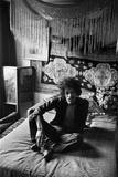 Jimi Hendrix at His Mayfair Flat, 1969 Fotoprint van Harlow Eric