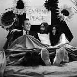 John Lennon and Yoko Ono, 1969 Fotoprint av Tom King