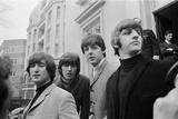 John Lennon passes driving test, 1965 Fotografisk tryk af  Eyles