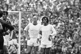 Manchester United Footballers Bobby Charlton and George Best 1969 Fotografisk tryk af Monte Fresco