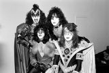 American band ' Kiss' Heathrow Airport, 1976 Fotografisk tryk af Victor Crawshaw