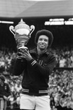 Arthur Ashe Wimbledon 1975 Fotografisk tryk af Staff