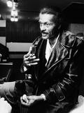 Chuck Berry Smoking, 1975 Fotografisk tryk af Bob Rendle