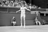 John McEnroe v Tom Gullikson, Wimbledon on Court Number One, 1981 Fotografiskt tryck av Monte Fresco Mike Maloney