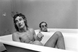 Elton John and Rod Stewart in bath at Watford FC, 1973 Fotografisk tryk af  Staff