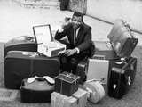 Sugar Ray Robinson in Scotland with 31 pieces of luggage, 1964 Fotografisk tryk af  Staff