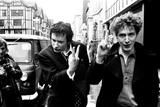 Sex Pistols singer Johnny Rotten leaving Malborough Street Court 1977 Fotografisk tryk af Bill Rowntree