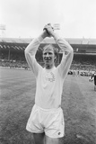 Jackie Charlton Acknowledges the Leeds Supporters, 1972 Fotodruck von John Varley