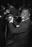 Louis Armstrong Performing in London, 1956 Papier Photo par  Staff