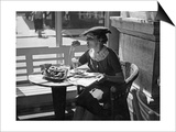 Frau in einem Cafe in Wien, 1930er Jahre Print by  Scherl